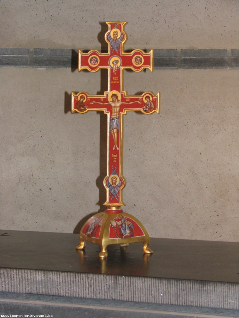 The same cross as above. Front view.
