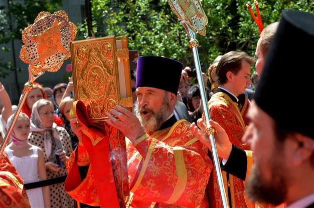 Liturgical fans in use at the reading of the gospel in a contemporary Russian Orthodox service.