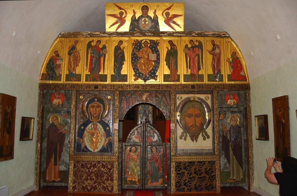 05a 1988_ ST Seraphim chapel, Pskov crypt