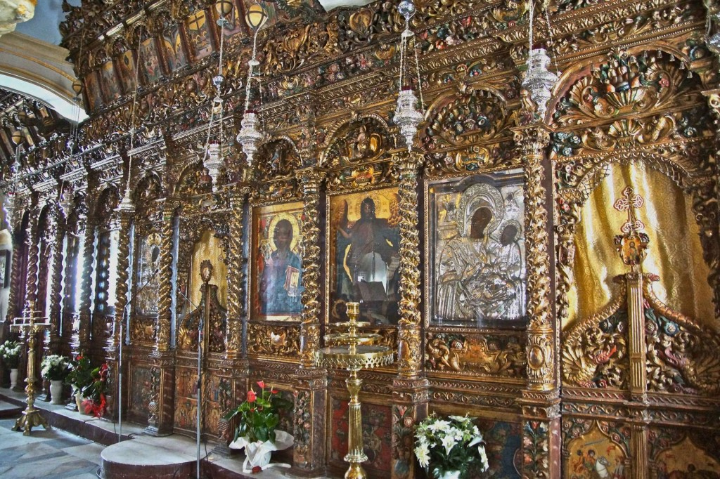 17th-century iconostasis at the Monastery of Panagias Tourlianis, Mykonos, Greece. A tour-de-force of carving, gilding, and color.