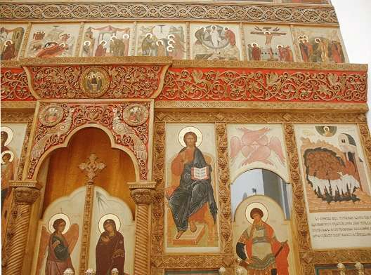 Contemporary iconostasis in Russia. A limited use of color preserves the beauty of the wood, while tightening the relationship between the carving and the icons.