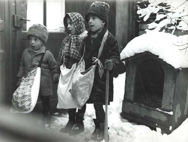 Carolers in Bucharest, Romania, 1929