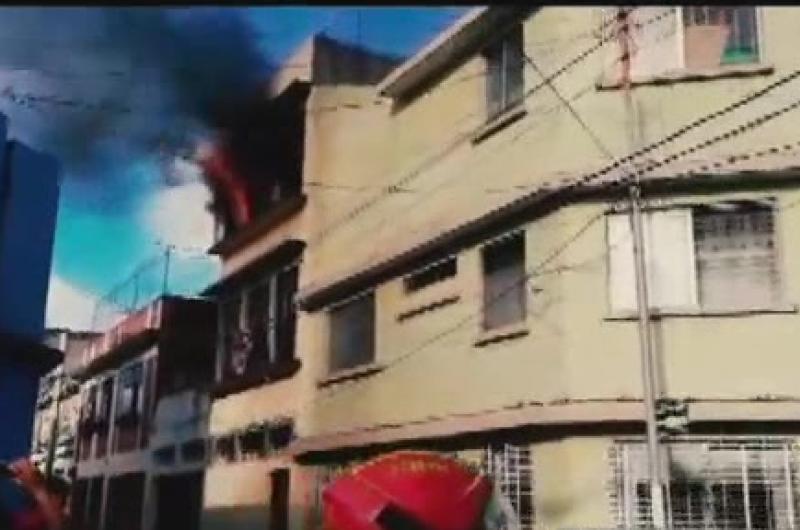 Incendio en vivienda en la Zona 1