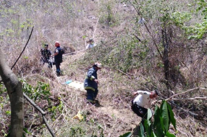 Conductor muere tras caída de vehículo a un barranco en Sanarate